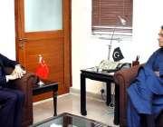 اسلام آباد: وفاقی وزیرخزانہ اسد عمر سے چینی سفیر ژاؤ جنگ ملاقات کررہے ..