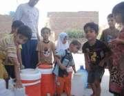 راولپنڈی: چکری روڈ شعبان کالونی میں پانی کی قلت کے باعث کمسن بچے نواحی ..