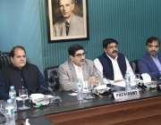 لاہور: لاہور چیمبر میں اجلاس کے موقع پر سینئر نائب صدر خواجہ شہزاد ناصر، ..