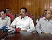 راولپنڈی: بھٹہ مالکان ایسوسی ایشن کے صدر عرفان اختر عہدیداران کے ہمراہ ..