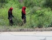 اسلام آباد: احتساب عدالت جانیوالا راستہ بند ہونے کے باعث خواتین پولیس ..