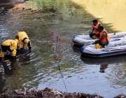 راولپنڈی: ریسکیو1122کے اہلکار مون سون کی بارشوں کے پیش نظر نالہ لئی میں ..