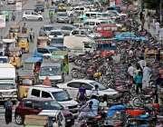 راولپنڈی: سکستھ روڈ نو پارکنگ پر کھڑی گاریاں اور موٹر سائیکل دن بھر ..