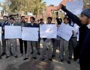 راولپنڈی: مقامی کالج کے طلبہ سانحہ قصور کیخلاف احتجاجی مظاہرہ کر رہے ..