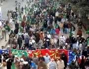 لاہور: تاجدار ختم نبوت مارچ کے شرکاء مال روڈ سے گزر رہے ہیں۔