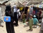 کراچی: انسداد پولیو مہم کے سلسلے میں بچوں کو پولیو کے قطرے پلائے جا ..