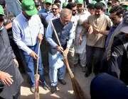 اسلام آباد: صدر مملکت ڈاکٹر عارف علوی Clean & Green Pakistanمہم کے دوران صفائی ..