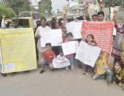 لاہور: نیو گارڈن کے رہائشی اپنے مطالبات کے حق میں پریس کلب کے باہر احتجاج ..