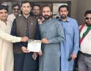 لاہور: تحریک انصاف یوتھ کونسل کے سیکرٹری جنرل چوہدری عبید الرحمان، ..