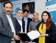فیصل آباد: زرعی یونیورسٹی فیصل آباد کے وائس چانسلر ڈاکٹر محمد اقبال ..