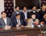 لاہور: عوامی تحریک کے سربراہ ڈاکٹر طاہرالقادری مرکزی سیکرٹریٹ میں ..