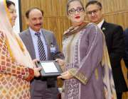 لاہور: صوبائی وزیر صحت ڈاکٹر یاسمین راشد چلڈرن ہسپتال میں بون میرو ..