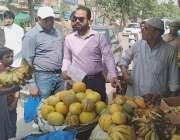 لاہور: چیئرمین پرائس کنٹرول کمیٹی میاں عثمان سبزہ زار کی اوپن مارکیٹوں ..