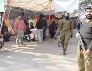 لاہور: یونین کونسل172کی وارڈ نمبر4میں ضمنی انتخابات کے موقع پر پولیس ..