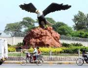 راولپنڈی: شاہین چوک پر نصب کیا گیا چیل کا ماڈل چوک کی خوبصورتی میں اضافہ ..