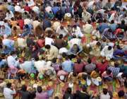 لاہور: مخیر حضرات کی جانب سے مستحقین کے لیے افطاری کا انتظام کیاگیا ..