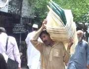 لاہور: عام انتخابت کے لیے بیلٹ باکس لیجائے جا رہے ہیں۔