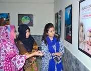حیدر آباد: خواتین مہران آرٹس کونسل میں (بلیک ڈے آف کشمیر) کے حوالے منعقدہ ..