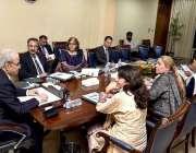 اسلام آباد: نگران وزیراعظم جسٹس (ر) ناصر الملک ایک اجلاس کی صدارت کر ..