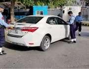 اسلام آباد: ریڈ زون اور ڈپلومیٹک انکلیو کے ناکہ جات پر تعلیم یافتہ نوجوان ..
