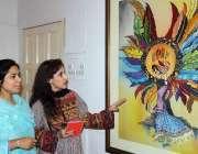 ملتان: کالج آف آرٹس کے زیر اہتمام پینٹنگ کی نمائش میں خواتین دلچسپی ..