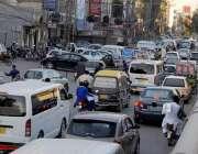 راولپنڈی: چاندنی چوک فلائی اوور کے قریب نو پارکنگ میں کھڑی گاڑیوں کے ..