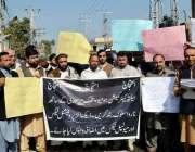 پشاور: ہیلتھ کیئر کمیشن ہومیو پیتھک برادری مطالبات کے حق میں احتجاجی ..