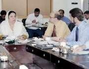 لاہور: صوبائی وزیر صحت ڈاکٹر یاسمین راشد میڈیکل تعلیمی اداروں کے سربراہان ..