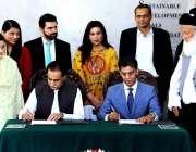 اسلام آباد: سپیکر قومی اسمبلی سردار ایاز صادق ، ایگزیکٹو ڈائریکٹر عابد ..