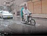 حیدر آباد: لیاقت کالونی سخی پیر روڈ سیوریج کے پانی میں ڈوبا ہوا ہے۔