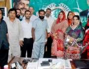 لاہور: پاک سر زمین پارٹی لاہور کے ہنگامی اجلاس کے بعد صدر بیرسٹر مختار ..