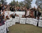راولپنڈی: نان بائی ایسوسی ایشن کے کارکنان مطالبات کے حق میں لیاقت باغ ..