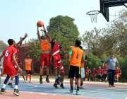 ملتان: گورنمنٹ ویہاڑی کالج اور پنجاب کالج کی ٹیموں کے درمیان کھیلے ..