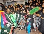 حیدر آباد: 8ویں محرم الحرام کے مرکزی جلوس میں شریک خواتین عزادار ذوالجناح ..