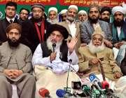 راولپنڈی: مولانا خادم حسین رضوی پریس کانفرنس کر رہے ہیں۔