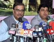 حیدر آباد: پاکستان مسلم لیگ (ن) سندھ کے صدر شاہ محمد شاہ میڈیا سے بات ..
