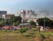 اسلام آباد: پی آئی ڈی میں لگنے والی آگ سے دھواں نکل رہا ہے۔