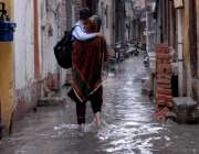 راولپنڈی: امام باڑہ چوک کی گلی میں ناقص سیوریج سسٹم کے باعث بارش کے ..