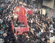 لاہور: شہدائے کربلا کے چہلم کے موقع پر تعزیعے کا مرکزی جلوس اپنے مقررہ ..