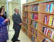 اسلام آباد: وزیر اعظم کے مشیر عرفان صدیقی نیشنل لائبریری کا دورہ کر ..