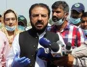 لاہور: صوبائی وزیر خوراک سمیع اللہ میڈیا سے گفتگو کر رہے ہیں۔
