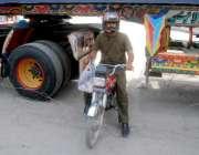 لاہور: حضرت علی (رض) کے یوم شہادت کی مناسبت سے نکالے گئے ماتمی جلوس کی ..