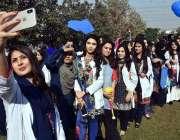 پشاور: گندھارا یونیورسٹی سپورٹس گالا2018کی افتتاحی تقری میں شریک طلبات ..