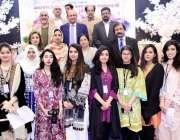 لاہور: گورنر پنجاب کی اہلیہ بیگم پروین سرور کا لاہورکالج فار ویمن یونیورسٹی ..