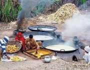 سرگودھا: کسان روایتی انداز سے گڑھ بنا رہے ہیں۔