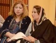 لاہور: تحریک انصاف کی رکن پنجاب اسمبلی مسرت جمشید چیمہ اور سعدیہ سہیل ..