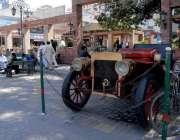راولپنڈی: صدر فوڈ سٹریٹ میں شہریوں کو متوجہ کرنے کے لیے رکھا گیا پرانی ..