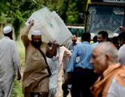اسلام آباد: عام انتخابت کے لیے پولنگ کا سامان لیجایا جار ہا ہے۔