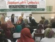 لاہور: گنگا رام ہسپتال کے زیر اہتمام ذیابطیس آگاہی سیمینار سے ڈاکٹر ..