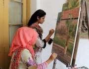 لاہور: پنجاب یونیورسٹی آرٹ اینڈ ڈیزائننگ میں طالبات پینٹنگ کر رہی ہیں۔